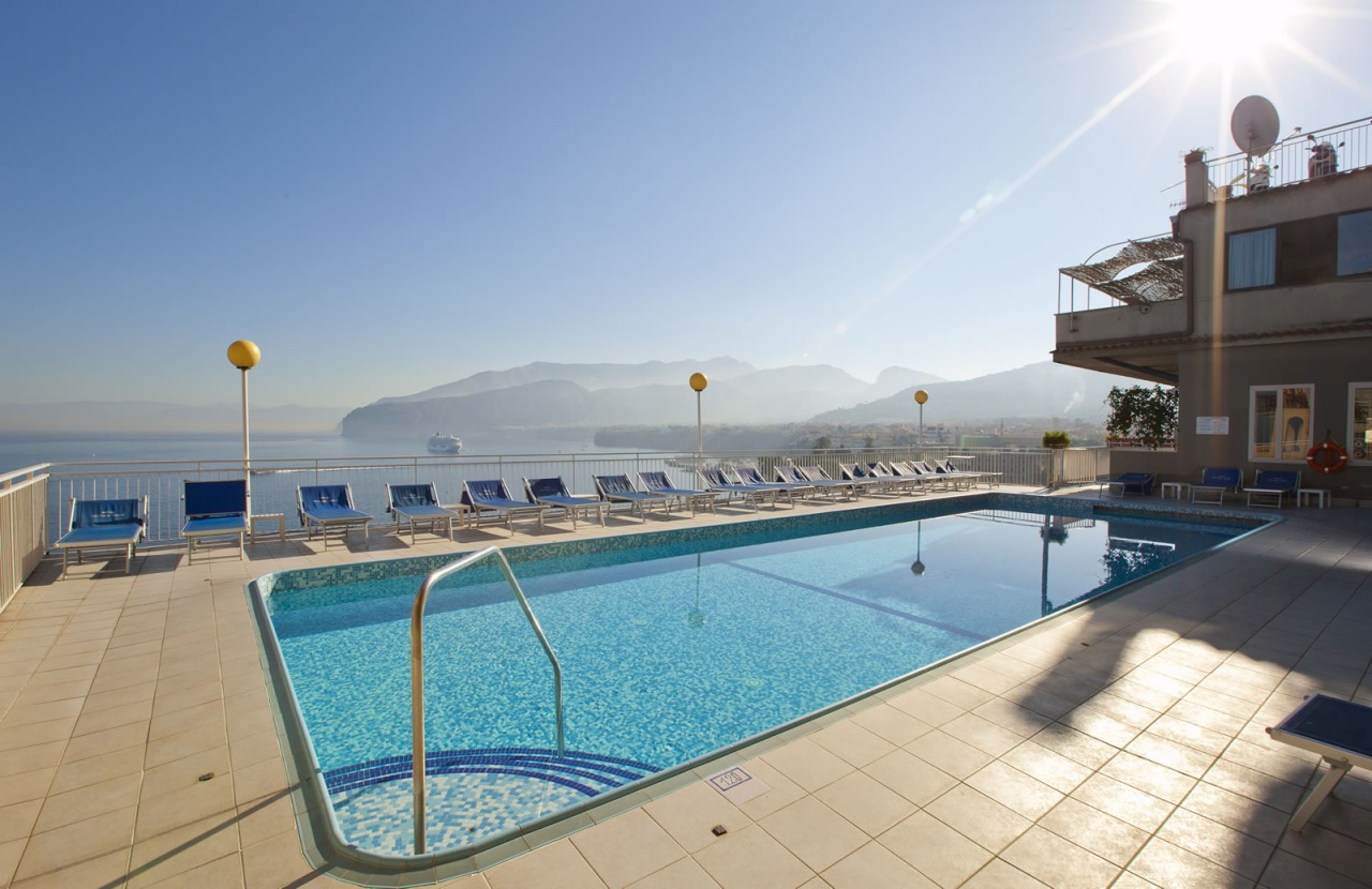 Sorrento italy hotel settimo cielo swimming pool for Hotels in bologna italy with swimming pool
